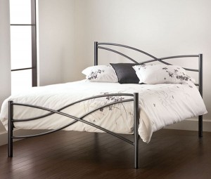 wrought-iron-platform-bed